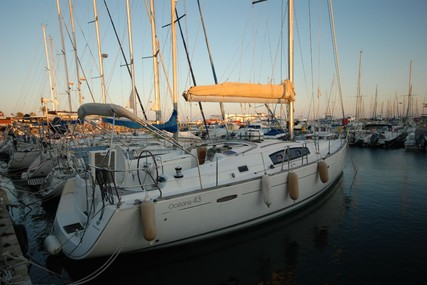 Beneteau Oceanis 43 for sale in France for €109,000 (£93,280)