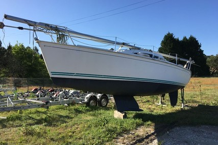 Jeanneau Sun Way 25 for sale in France for €10,000 (£8,649)
