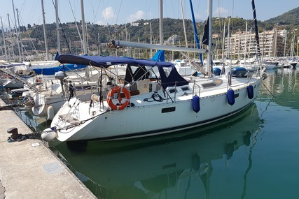 Beneteau Oceanis 390 for sale in France for €43,000 (£36,808)
