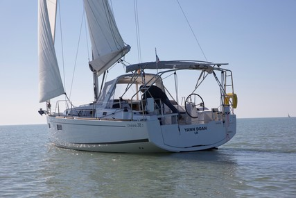Beneteau Oceanis 38.1 for sale in France for €153,000 (£130,935)
