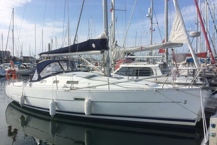 Beneteau Oceanis 323 Clipper for sale in France for €43,000 (£38,360)