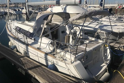 Beneteau Oceanis 31 for sale in France for €75,000 (£67,857)