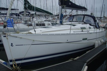 Beneteau Oceanis 323 Clipper for sale in France for €42,000 (£37,468)