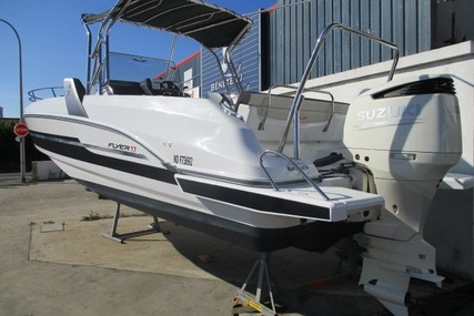 Beneteau Flyer 7.7 Spacedeck for sale in France for €64,500 (£54,393)