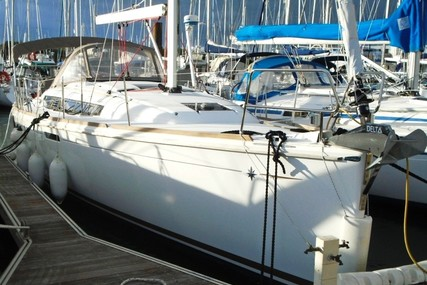 Jeanneau Sun Odyssey 379 for sale in France for €126,000 (£114,210)
