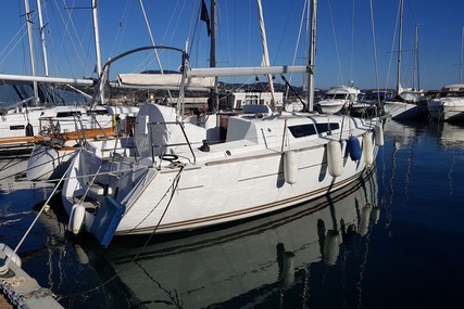 Jeanneau Sun Odyssey 33i for sale in France for €60,000 (£54,285)