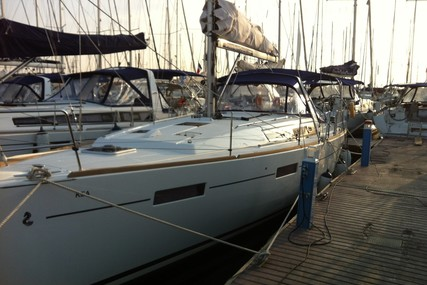 Beneteau Oceanis 41 for sale in France for €130,000 (£119,009)