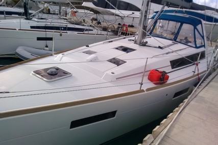 Beneteau Oceanis 41 for sale in France for €110,000 (£98,671)