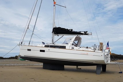 Beneteau Oceanis 38 for sale in France for €179,000 (£160,831)