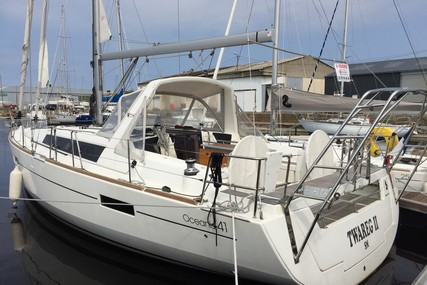 Beneteau Oceanis 41 for sale in France for €159,000 (£142,624)
