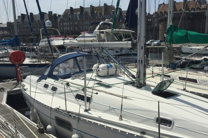 Beneteau Oceanis 351 for sale in France for €45,000 (£40,365)