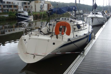Beneteau First 30 E for sale in France for €19,500 (£17,839)