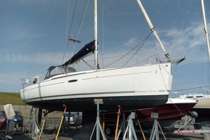 Beneteau Oceanis 31 for sale in France for €59,900 (£54,195)