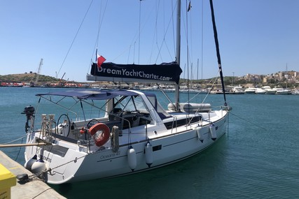 Beneteau Oceanis 41 for sale in France for €119,500 (£109,397)