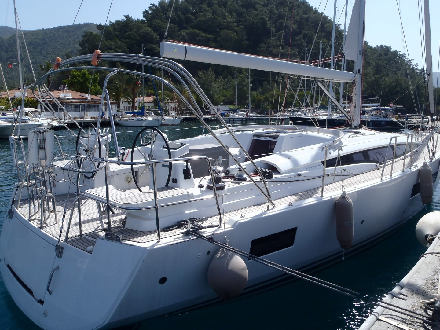 Jeanneau Powerboats for Sale   New Used Yacht Monohull