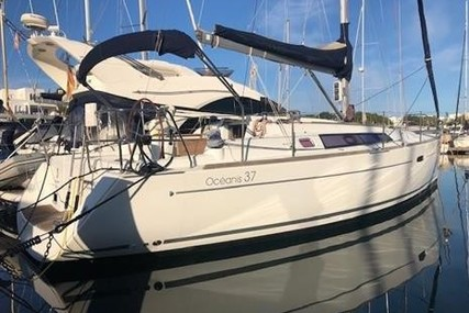 Beneteau Oceanis 37 for sale in Spain for €82,500 (£75,471)