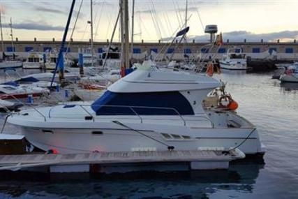Beneteau Antares 9.80 for sale in Spain for €69,000 (£59,243)