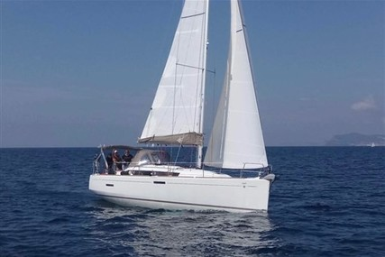 Jeanneau Sun Odyssey 379 for sale in France for €145,000 (£128,448)
