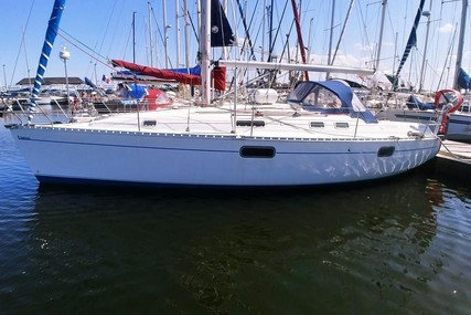 Beneteau Oceanis 351 for sale in France for €43,000 (£38,905)