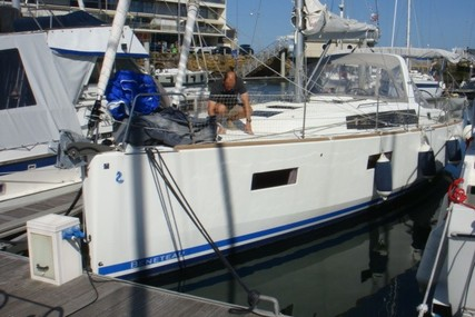 Beneteau Oceanis 38 for sale in France for €125,000 (£111,512)