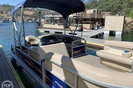 Sun Tracker 18 DLX Party Barge for sale in United States of America for $21,750 (£17,423)