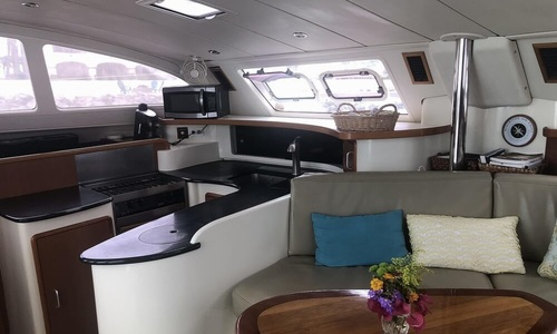 Image of Robertson and Caine LEOPARD 43 for sale in France for €210,000 (£178,655) ARCACHON, France