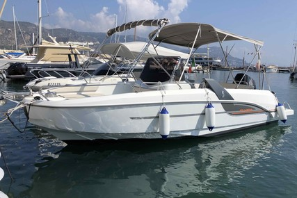 Beneteau Flyer 7.7 Sundeck for sale in France for €45,000 (£40,883)