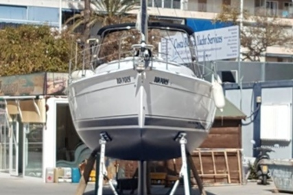 Hunter 33 for sale in Spain for €52,500 (£47,949)