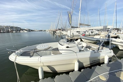 Jeanneau Cap Camarat 5.5 CC serie 2 for sale in France for €17,000 (£14,628)