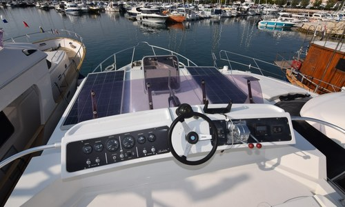 Image of Azimut Yachts 38 for sale in Croatia for €60,000 (£51,733) onbekend, Croatia