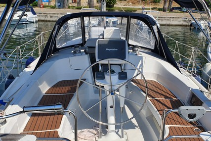 Hunter 36 for sale in Italy for €65,000 (£58,718)