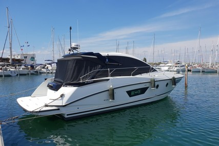 Beneteau Gran Turismo 40 for sale in France for €277,000 (£239,075)