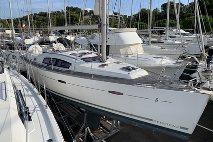 Beneteau Oceanis 40 for sale in France for €114,900 (£98,330)