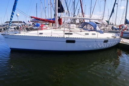 Beneteau Oceanis 351 for sale in France for €40,000 (£34,231)