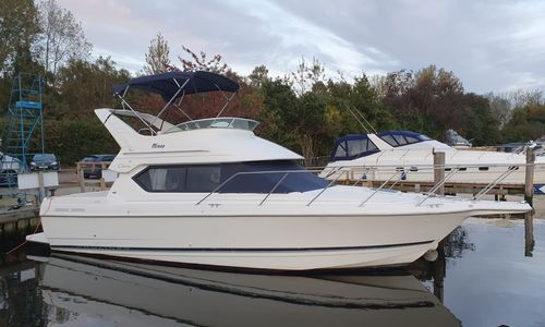 Image of Bayliner 2858 Cierra Command Bridge for sale in United Kingdom for £29,500 Norfolk Yacht Agency, United Kingdom