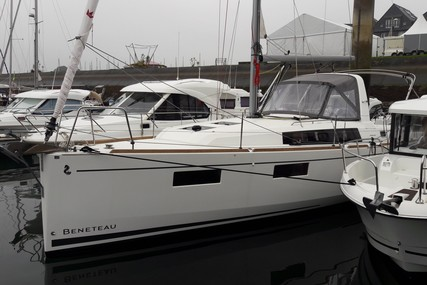 Beneteau OCEANIS 35.1 SHALLOW DRAFT for sale in France for €129,000 (£116,600)