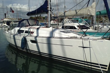 Jeanneau Sun Odyssey 36i for sale in France for €58,000 (£50,855)