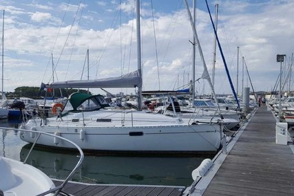 Beneteau Oceanis 281 for sale in France for €24,000 (£20,571)