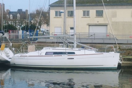 Beneteau Oceanis 31 for sale in France for €53,000 (£44,445)