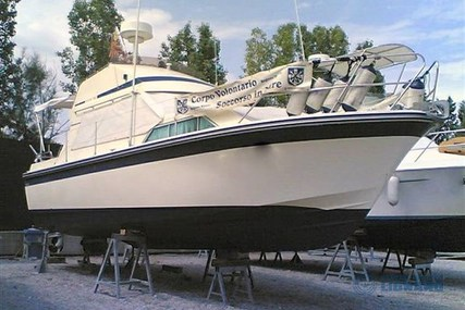 Fairline Sedan 32 for sale in Italy for €35,000 (£31,673)