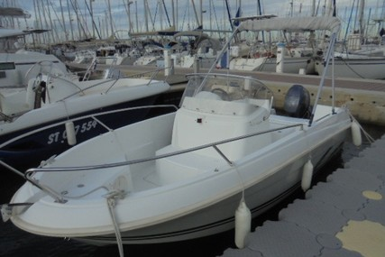Jeanneau Cap Camarat 5.1 CC for sale in France for €9,000 (£7,511)