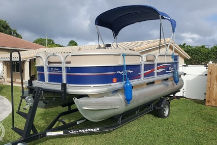 Sun Tracker PARTY BARGE 18DLX for sale in United States of America for $19,900 (£15,229)