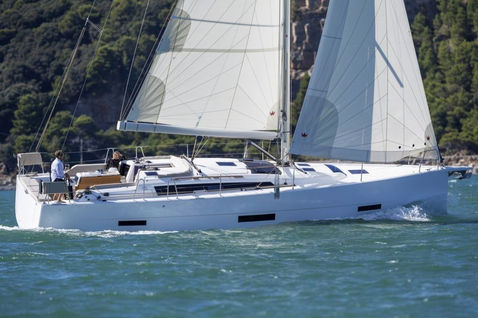Dufour 430 Yacht for Charter
