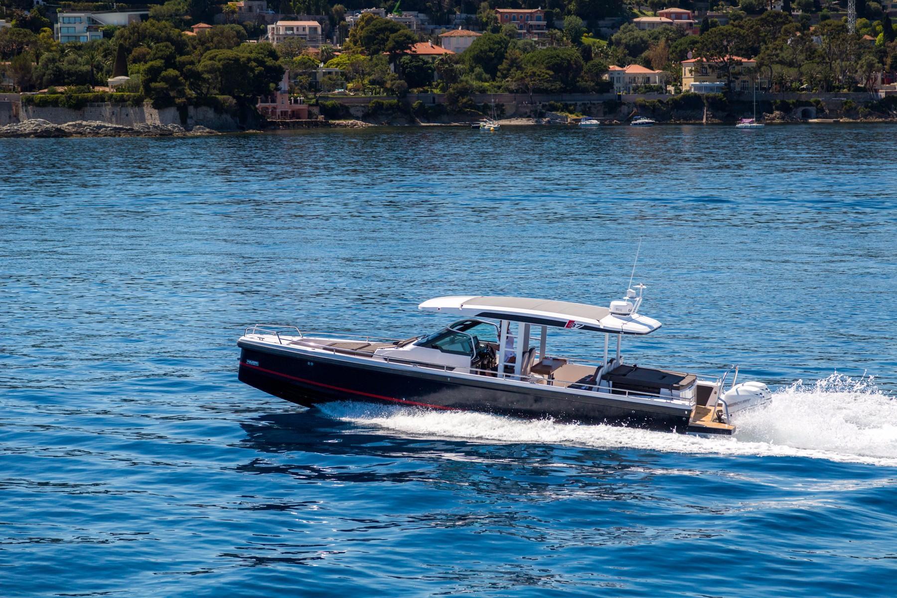 Axopar 37 Boat