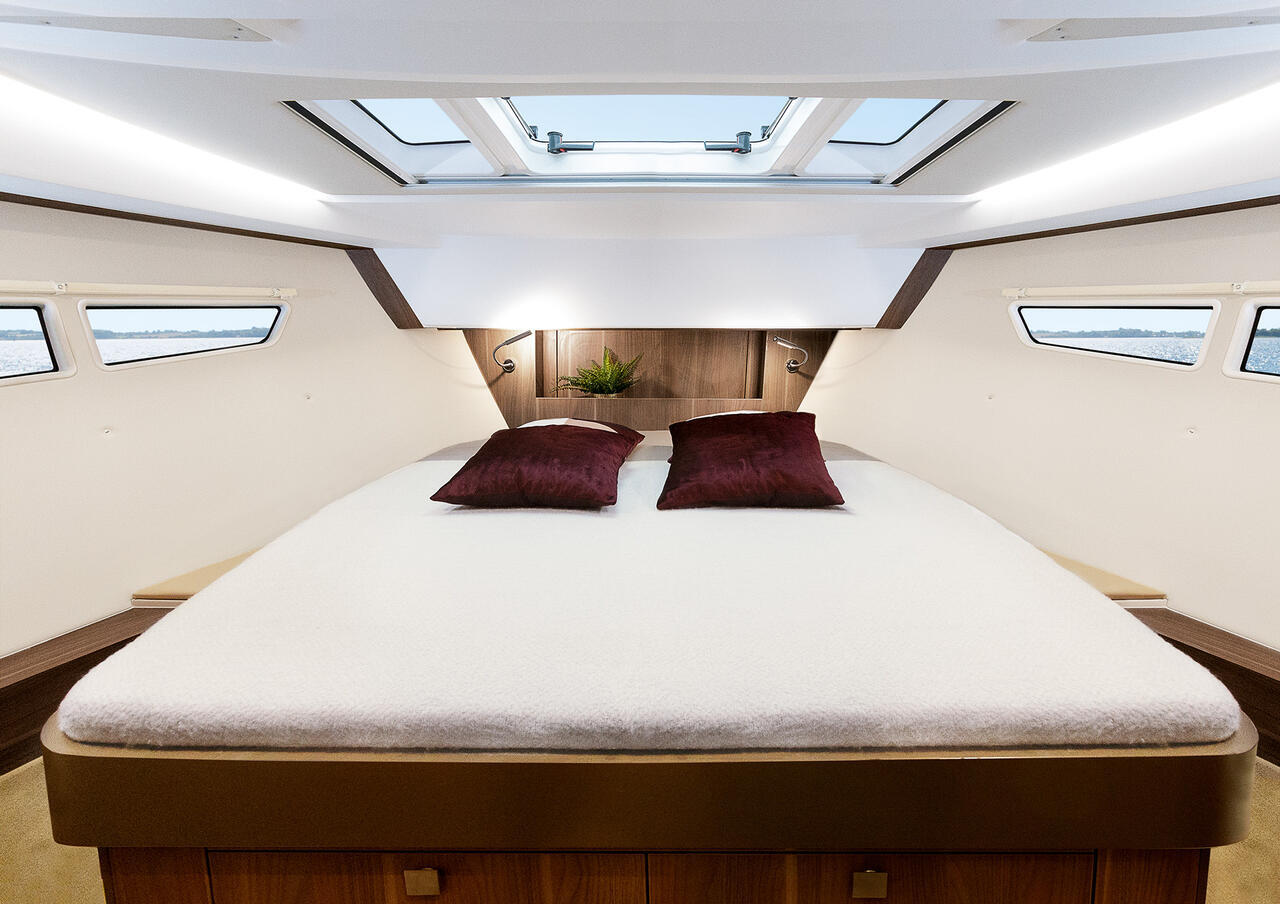 Sealine C330V Bedroom